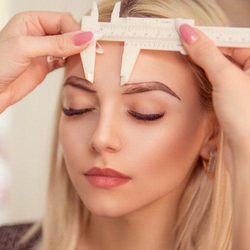 Ausmessung Augenbrauen für Microblading