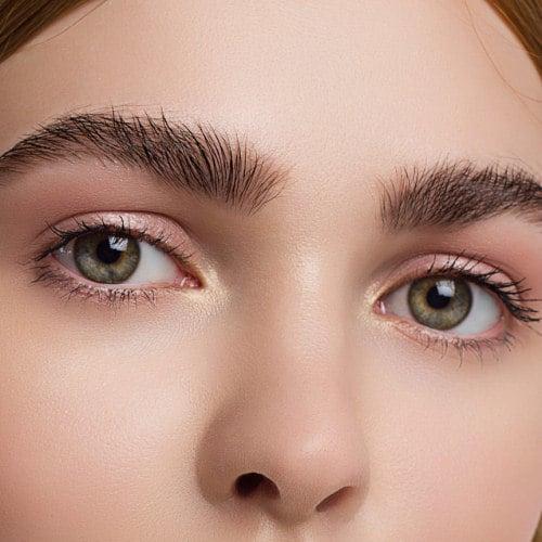Buschige Augenbrauen - Funktioniert ein Augenbrauenserum