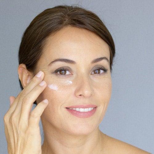 Das beste Mittel gegen Tränensäcke und Augenringe finden