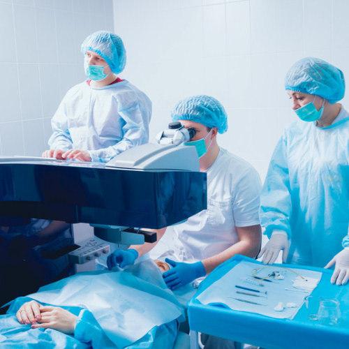 Chirurgie esthétique de greffe de cils